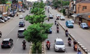 AKAN DITERTIBKAN: Kondisi Jalan Margonda yang semrawut akibat banyaknya banguan melanggar. Dalam waktu dekat, ratusan kios akan segera ditertibkan oleh Pemkot Depok.