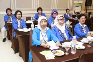 SEMINAR: Para anggota Women Internasional Club (WIC) dalam seminar lingkungan hidup, di Hotel Royal, Jalan Ir Djuanda, kemarin.
