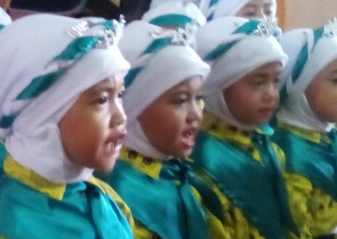 Anak-anak menampilkan tari-tarian di ajang Porseni RA tingkat Kabupaten Bogor