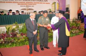 Kolonel Inf Fulad Sampaikan Orasi Ilmiah dalam Wisuda Doktor