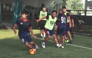 ORANG BEKASI : Gelandang PBR, Muhammad Arsyad (14) bangga Kota Bekasi bisa memiliki klub yang berlaga di kasta tertinggi sepak bola Indonesia (QBL). IRWAN/RADAR BEKASI