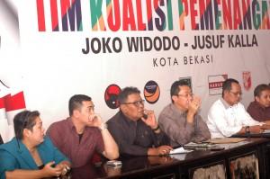 PRES CONFERECNE : DPC PDIP Kota Bekasi melakukan konferensi pers terkait dukungan aklamasi terhadap Ibu Megawati pada Kongres PDIP 9-12 April lusa. RIZKY/RADAR BEKASI