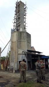 DITOLERANSI: Satpol PP kembali menyambangi lokasi pembakaran aki bekas di Kampung Cinangka Tengah, Desa Cinangka.