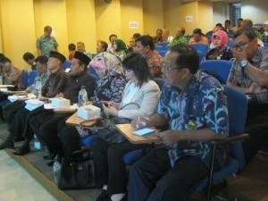 SOSIALISASI : Dinas Pendidikan Kota Bekasi saat melakukan sosialisasi pelaksanaan PPDB Online, di SMAN 1 Kota Bekasi kemarin.GIRI/RADAR BEKASI
