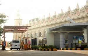 MAHAL: Pengunjung Bekasi Square mengaku mengeluh soal mahalnya tarif parkir di mal yang berada di Jalan Ahmad Yani, Pekayon tersebut.RISKY/RADAR BEKASI