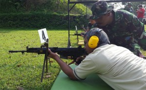 Hazairin Sitepu latihan menembak