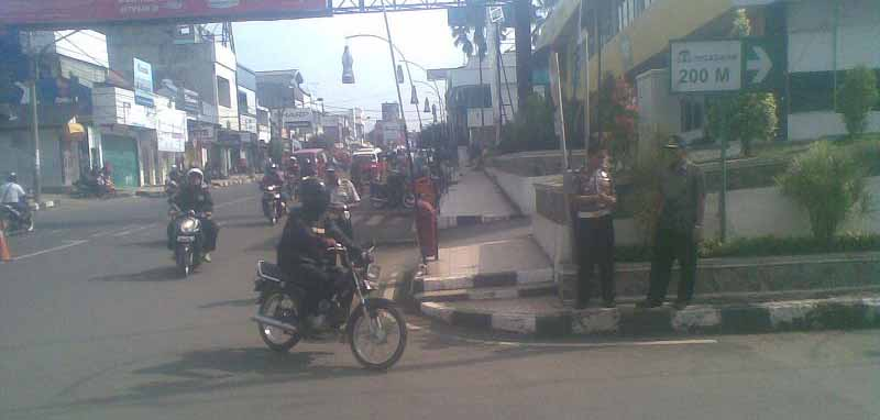 Salah satu ruas jalah di pusat Kota Purwakarta.