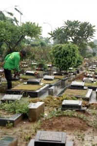 PENUH : Kondisi TPU Padurenan saat ini sudah overload, maka itu harus segera dilakukan perluasan makam. DOK/RADAR BEKASI