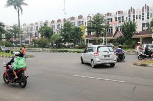 PEMBANGUNAN: Ruko megah berjajar di kawasan jalan Tegar Beriman.