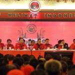 KEDEPANKAN MUSYAWARAH: Ketua umum PDIP Megawati Soekarno putri (dua dari kanan) memimpin rapat pasca-kongres di Bali untuk menentukan kepengurusan baru. Dalam penentuan itu, PDIP tidak melakukan voting.