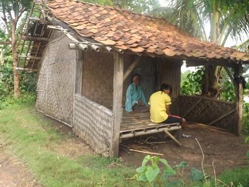 Rumah gubuk  di Kalenkalong, Karawang.