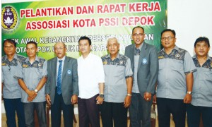 NYATA : Wing Iskandar saat menghadiri acara pengukuhan sekaligus rapat kerja Askot PSSI Depok belum lama ini.