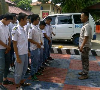 Siswa tawuran di Purwakarta diamankan polisi, Selasa (14/4)