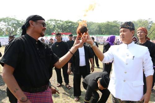 Kesenian olahraga bola lengen seune (Boles)
