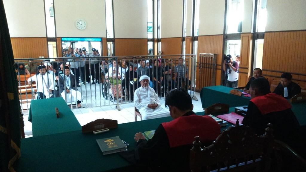 Chep Hermawan, mantan pimpinan ISIS menjalani sidang kedua dalam kasus penipuan. Foto: Guruh/Pojoksatu.id)