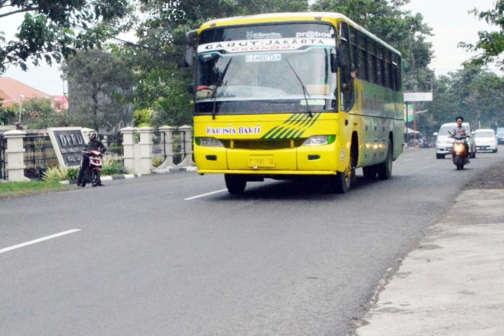 HATI-HATI : Kondisi ruas jalan yang mulus pun ternyata kerap memakan korban kecelakaan lalu lintas.  Foto : Farhan/Pojoksatu.id