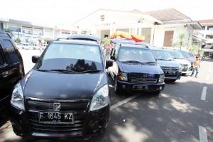 KOPI DARAT: Sejumlah mobil Karimun terparkir berjajar di lingkungan Plaza Balaikota Bogor, Ahad kemarin.