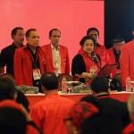 MUKA BARU: Megawati (dua dari kanan) saat melantik kepengurusan DPP periode 2015-2020.
