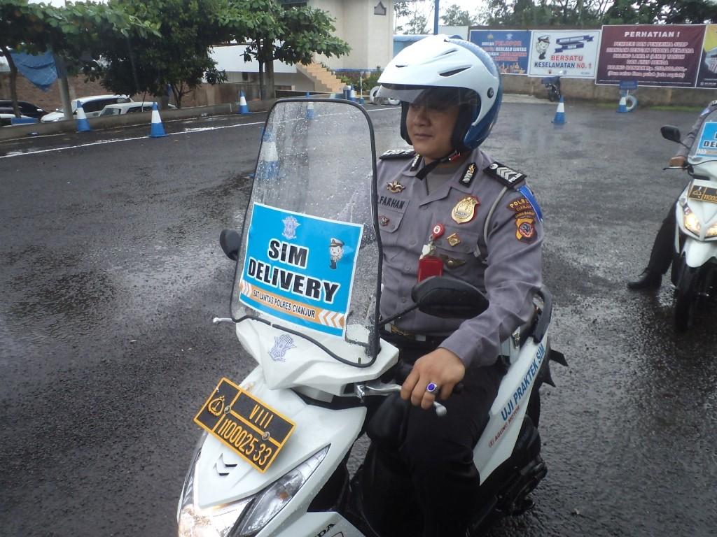 Unit Regident Satlantas Polres Cianjur pun kini mengeluarkan wacana terobosan 'Police Delivery'.