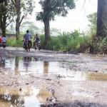 KRONIS: Salah satu jalan kabupaten menuju Pajampangan kondisinya rusak parah.