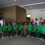 TES KESEHATAN: Sembilan calon sekda beserta pansel dan dokter BLUD RS Sekarwangi, Kabupaten Sukabumi berfoto bersama usai menjalani tes kesehatan yang menjadi tahap lanjutan setelah seleksi administrasi.FOTO :ANDRI/RADARSUKABUMI