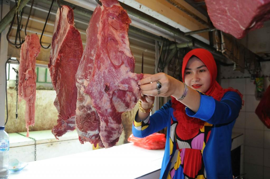 Para konsumen diminta mewaspadai beredarnya daging bercampur obat terlarang.