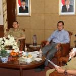 SOSIALISASI PPDB: Walikota Sukabumi  M Muraz dan Wakil Walikota Sukabumi Achmad Fahmi dan Kepala Dinas P&K melakukan sosialisasi pedoman PPDB di Ruangan Balikota, kemarin, Foto:ikbal/radarsukabumi