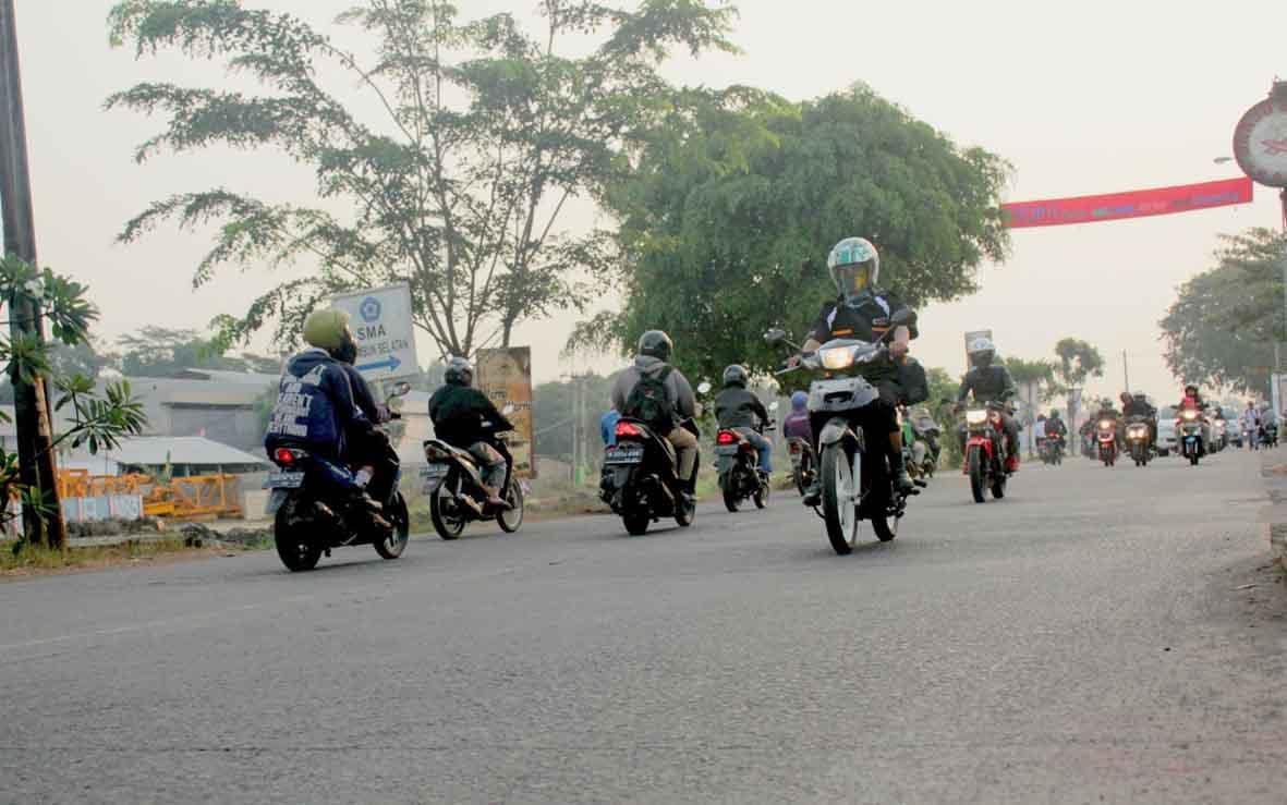 RAWAN KECELAKAAN: Jalur Inspeksi Kalimalang menjadi salah satu jalur pemudik yang dinilai rawan terjadinya kecelakaan lalu lintas. CF5/RADAR BEKASI