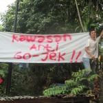 PENOLAKAN : Pangkalan Ojek Depok Jaya Agung melakukan penolakan terhadap Go-Jek mengambil sewa di perumahan tersebut, kemarin.