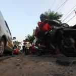 (Ilustrasi) Jalan Raya Perjuangan, Babelan kondisinya rusak. (Dok. Radar Bekasi)