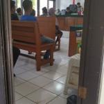 IKUT SIDANG: 15 PKL yang biasa mangkal di Jalan Raya Citayam mengikuti sidang Tindak Pidana Ringan (Tipiring) di Pengadilan Negeri Kota Depok, Jalan Boulevard GDC Kota Kembang, kemarin.