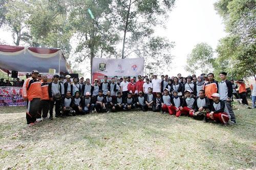 KOMPAK: Pemuda representasi dari setiap desa di Kecamatan Sukaraja berfoto bersama usai melaksanakan bakti sosial dari pembangunan fisik hingga bersih-bersih lingkungan.