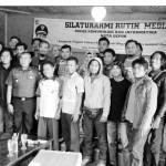 SEMINAR: Walikota Depok Nur Mamhudi Ismail menggelar seminar dengan Pokja Wartawan Depok di Situ Jatijajar, kemarin. Hadir pula Kepala BKD, Sri Utomo dan Kepala Diskominfo, Muhammad Fitriawan.