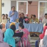 Sekretaris Komisi II DPRD Jabar Asep Wahyuwijaya (berdiri) saat memberikan penjelasan soal OPM, Rabu (05/11/2015). IST