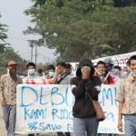 demo warga penolakan truk tambang