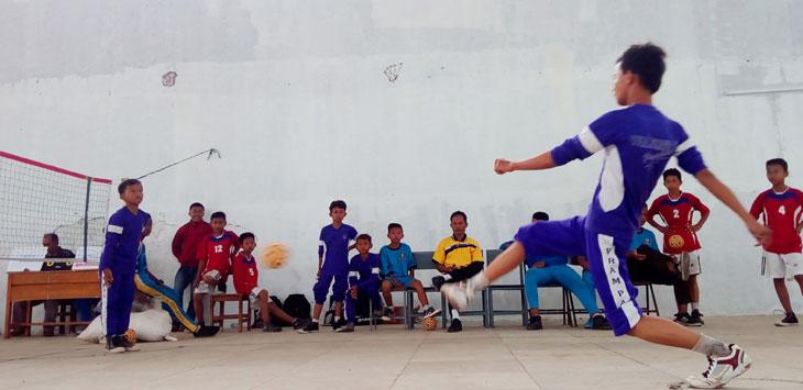 Dua tim sepak takraw peserta Popda Kabupaten Bekasi.