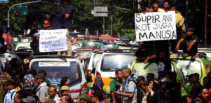 supir angkot sdi Cirebon minta pemerintah hentikan operasional transportasi online (ilustrasi)