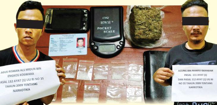 DIAMANKAN: Kedua pelaku gembong pengedar narkoba di Kota Sukabumi berhasil diamankan pihak polres Sukabumi Kota