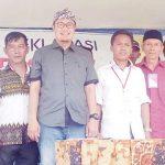 DUKUNGAN: Pengurus Relawan Benteng menyatakan dukungannya kepada Wakil Walikota Sukabumi, Achmad Fahmi untuk maju di Pilwalkot 2018, minggu (22/10/17).