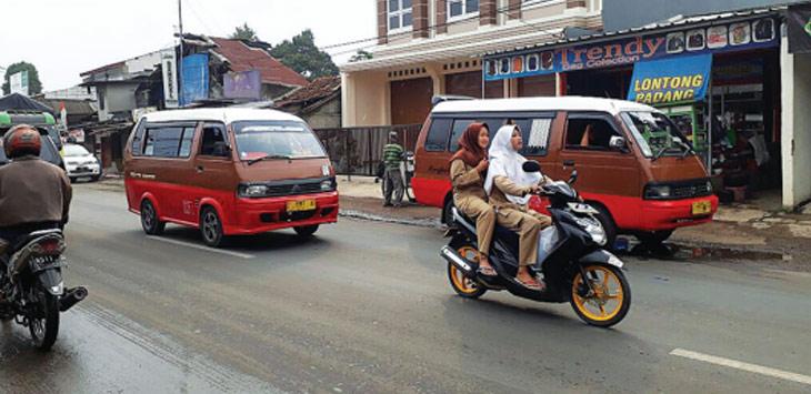 SIAP DEMO: Para sopir angkot 04 siap turun ke jalan untuk berunjukrasa menolak keberadaan angkutan berbasis aplikasi online