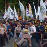 Aksi mahasiswa di depan Istana Merdeka mengkritisi tiga tahun kinerja Jokowi-JK, Jumat (20/10/17).