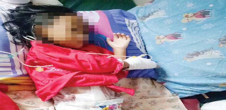 MENGHKHAWATIRKAN : Saira Nurul Aulia (4), bocah warga Kampung Ranggon, RT 5/2, Desa Tegalpanjang, Kecamatan Cireunghas akhirnya mendapat perawatan tim medis RSUD R Syamsudin SH. FOTO:DENDI/RADARSUKABUMI