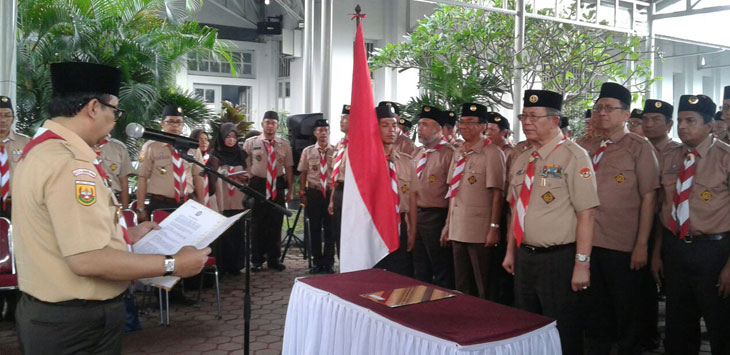 Ketua Kwarcab Pramuka Kota Bandung sekaligus Sekda Kota Bandung Yossi Irianto melantik dan mengukuhan anggota baru pengurus Pramuka di lingkungan Lembaga Pemasyarakatan (Lapas) Sukamiskin Bandung, Rabu (25/10/2017).