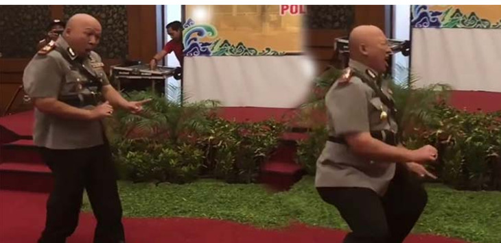 Aksi AKP Tutu Mulyana berjoget usai dilantik jadi Kapolsek Kedawung. FOTO:INSTAGRAM