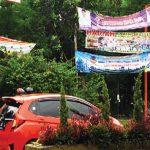 BERTEBARAN: Spanduk calon bupati Bogor bertebaran di sepanjang Jalan Tegar Beriman. Ke depan, setelah masa kampanye dimulai, KPU akan membatasi alat peraga kampanye yang dipasang calon bupati Bogor.