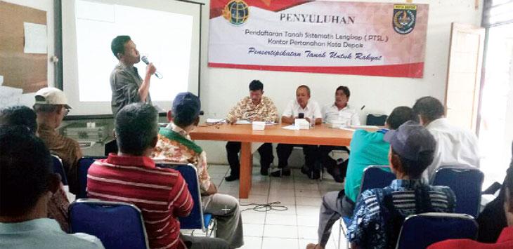 SOSIA LISASIKAN : BPN Depok menyosialisasikan PTSL di Kelurahan Grogol, Limo Depok, kamis (18/1/18). Irwan/Radar Depok
