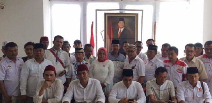 Pengurus DPC Partai Gerindra Kabupaten Bekasi saat konferensi pers terkait Pilgub Jabar 2018.Enriko/Pojoksatu