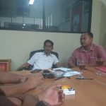Ketua Fraksi PDI Perjuangan Kabupaten Bekasi Soleman sedang mendengarkan keluhan dari penerima manfaat dana rutilahu.Istimewa
