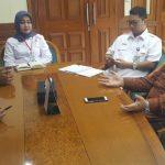 Dirut PJT II (Baju Batil) didampingi sejumlah Kepala Divisi saat wawancara dengan wartawan./Foto: Ade