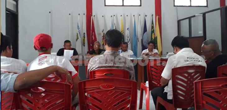 KONI Kabupaten Majalengka menggelar rapat dengan pengcab olahraga, di sekretariat KONI kompleks lapangan GGM Majalengka. FOTO:ALMUARAS/RADAR MAJALENGKA